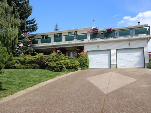 FEATURED LISTING: 252 Varsity Crescent Northwest Calgary