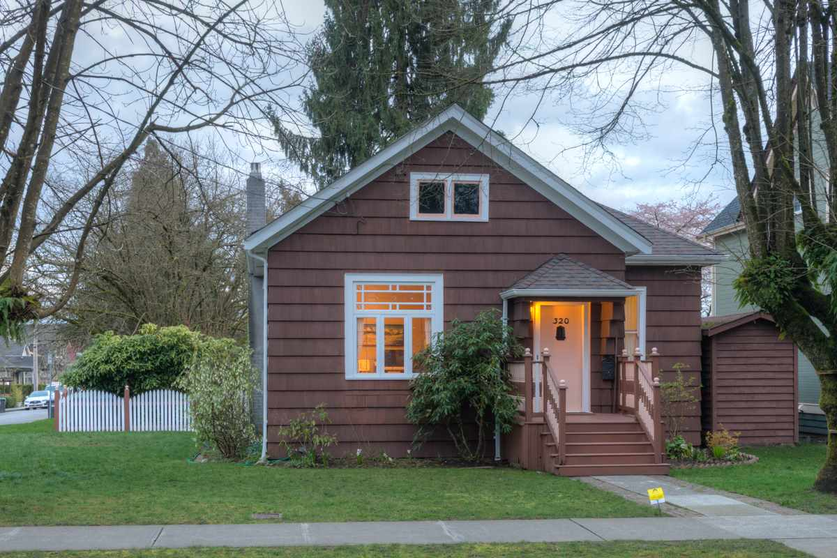 "Main Photo: 320 FIFTH Avenue in New Westminster: Queens Park House for sale in ""QUEENS PARK"" : MLS(r) # R2046891"
