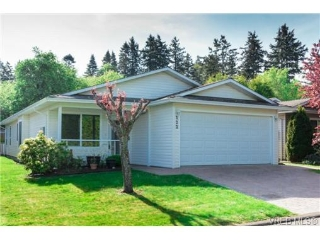Main Photo: 122 Camas Lane in VICTORIA: VR Glentana Manu Double-Wide for sale (View Royal)  : MLS® # 363647