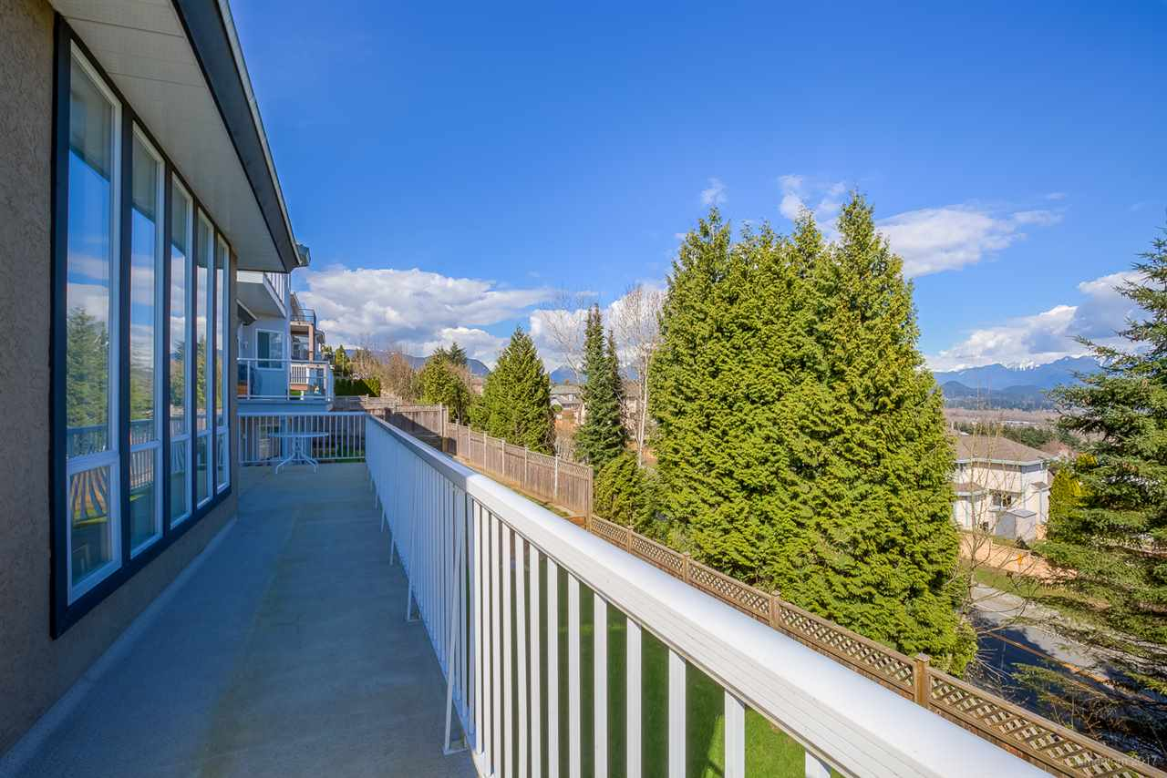 Photo 18: 2765 NADINA Drive in Coquitlam: Coquitlam East House for sale : MLS(r) # R2152484
