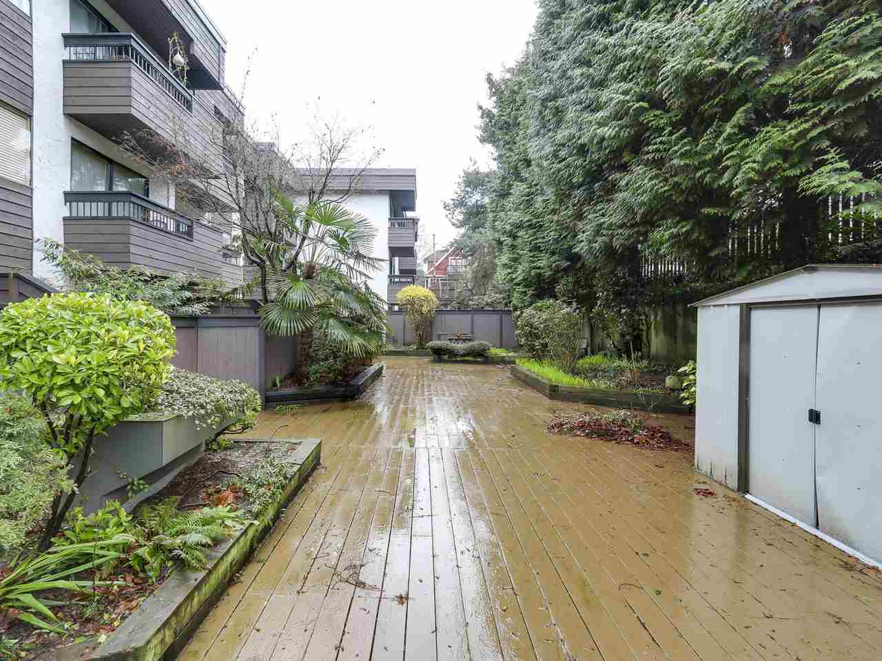 "Photo 13: 209 440 E 5TH Avenue in Vancouver: Mount Pleasant VE Condo for sale in ""Landmark Manor"" (Vancouver East)  : MLS(r) # R2156153"