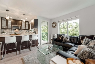 "Main Photo: 301 929 W 16TH Avenue in Vancouver: Fairview VW Condo for sale in ""OAKVIEW GARDENS"" (Vancouver West)  : MLS® # R2177994"