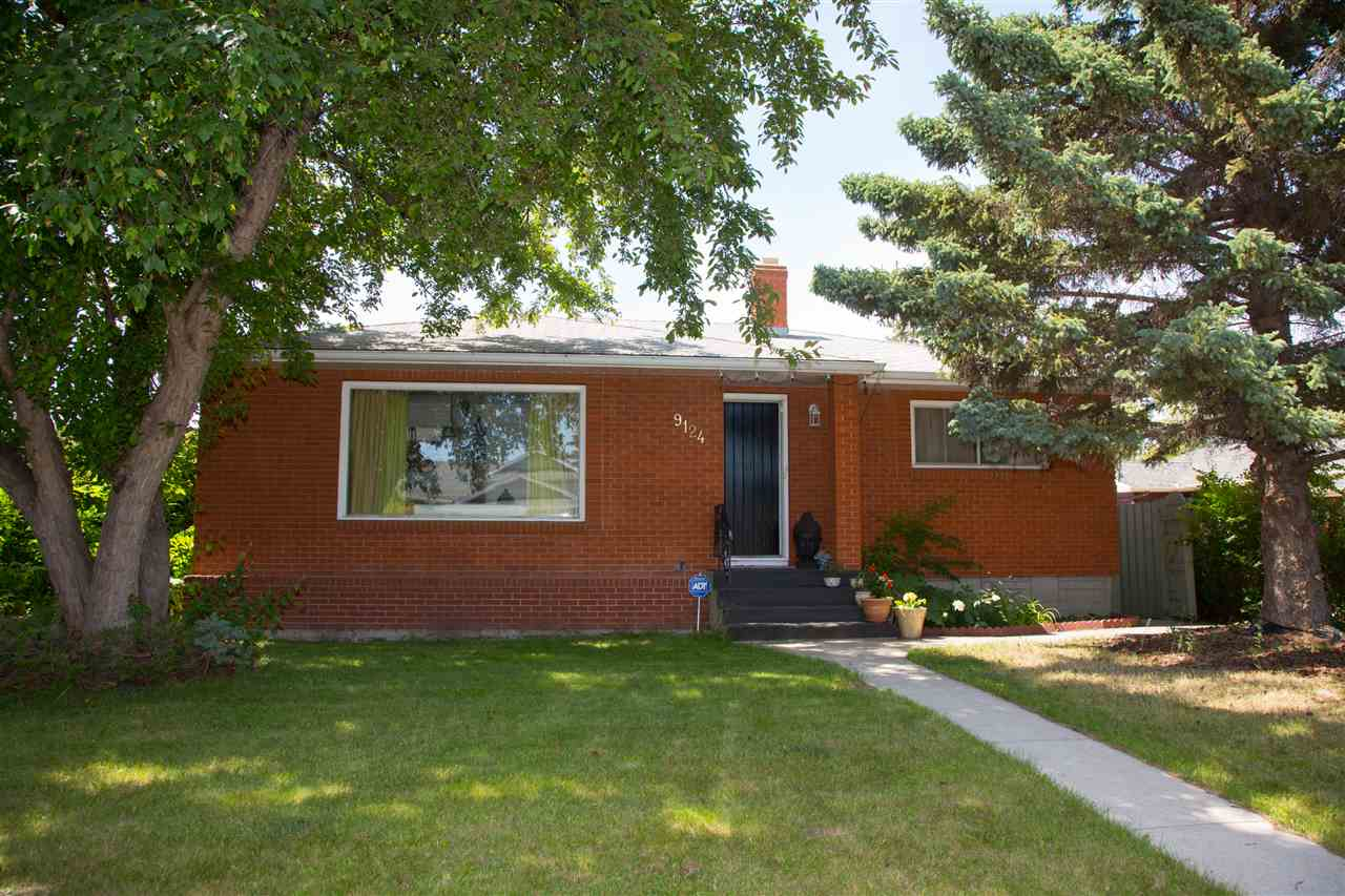 Main Photo: 9124 74 Street in Edmonton: Zone 18 House for sale : MLS(r) # E4070008