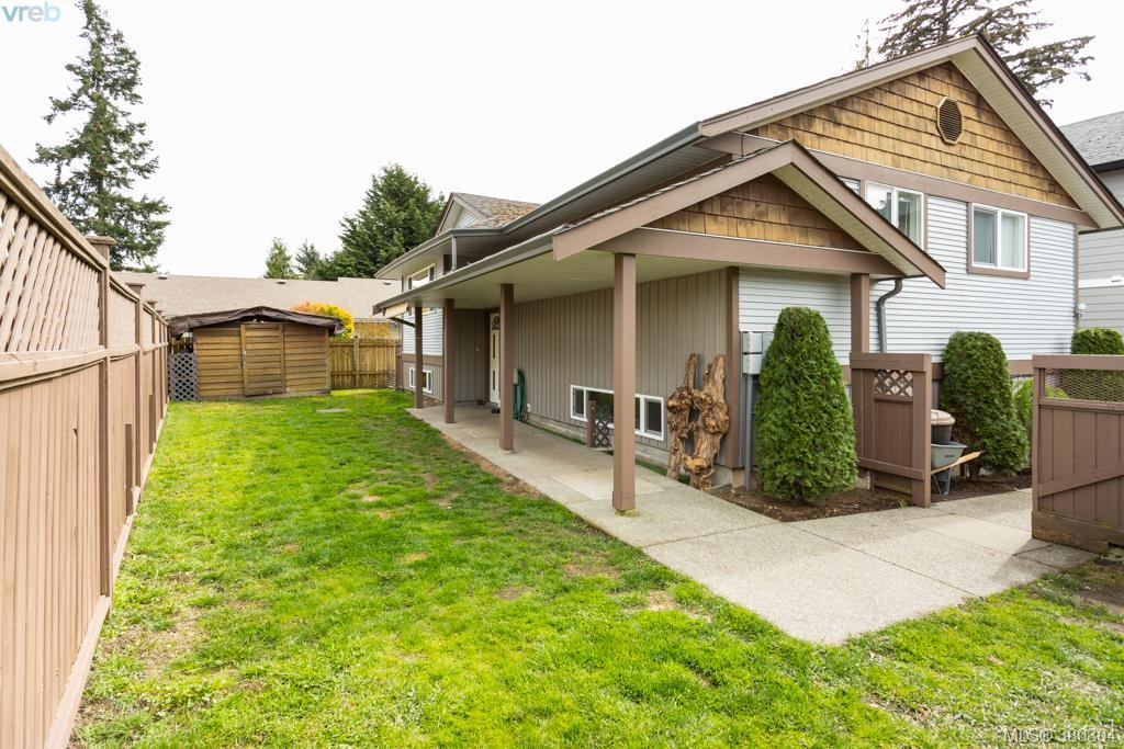 Main Photo: 1205 Parkdale Drive in VICTORIA: La Glen Lake Single Family Detached for sale (Langford)  : MLS(r) # 380304