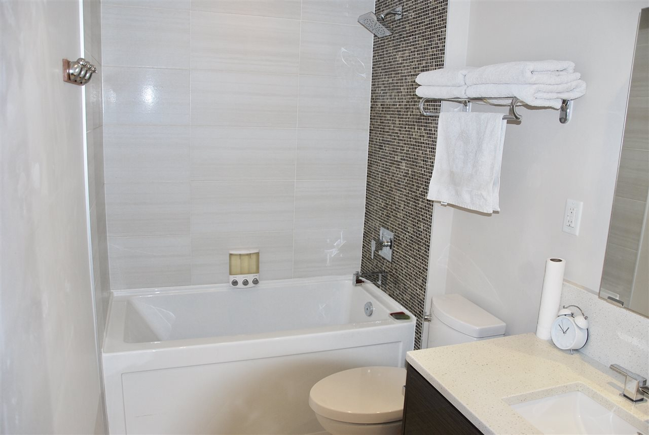 Good sized bathroom with soaker tub