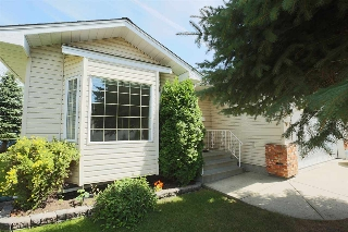 Main Photo: 913 YOUVILLE Drive W in Edmonton: Zone 29 House Half Duplex for sale : MLS® # E4076771