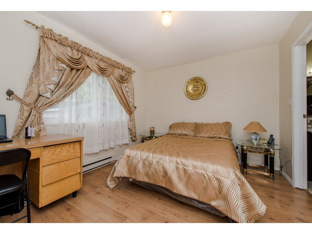 Photo 13: 35345 SELKIRK Avenue in Abbotsford: Abbotsford East House for sale : MLS® # R2199924