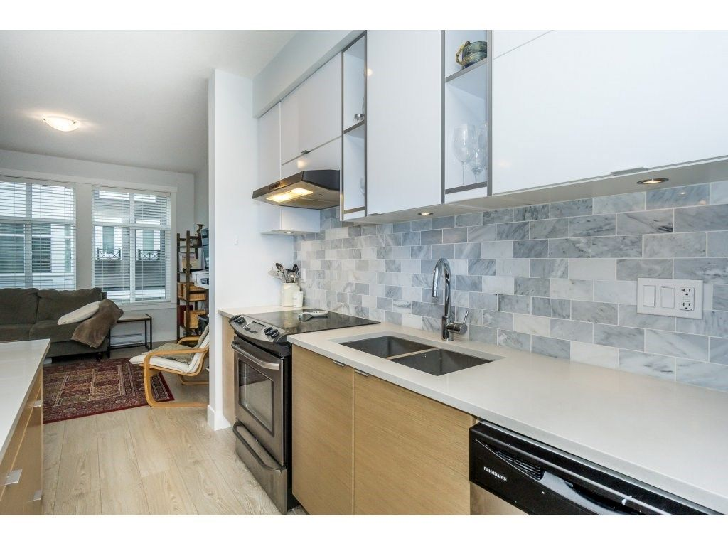 "Photo 5: Photos: 43 14433 60 Avenue in Surrey: Sullivan Station Townhouse for sale in ""BRIXTON"" : MLS® # R2221357"