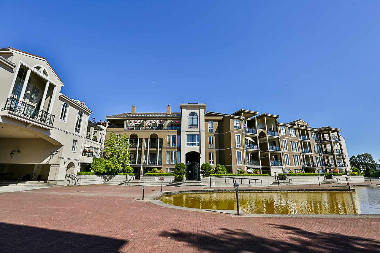 "Main Photo: 309 2 RENAISSANCE Square in New Westminster: Quay Condo for sale in ""THE LIDO"" : MLS®# R2271910"