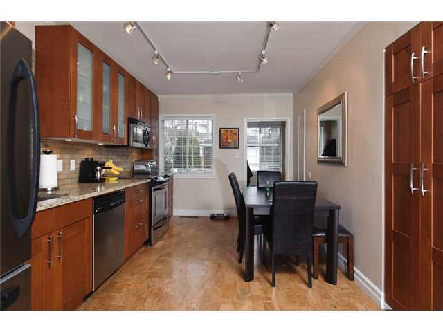 Photo 4: 4738 BEATRICE Street in Vancouver: Victoria VE House for sale (Vancouver East)  : MLS® # V872550