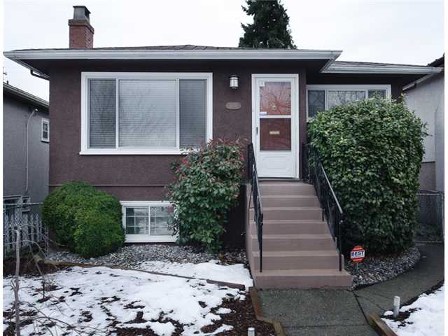 Photo 2: 4738 BEATRICE Street in Vancouver: Victoria VE House for sale (Vancouver East)  : MLS® # V872550