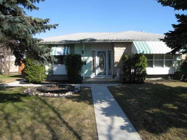 Main Photo: 907 BEAVERHILL Boulevard in WINNIPEG: Windsor Park / Southdale / Island Lakes Residential for sale (South East Winnipeg)  : MLS(r) # 1107874