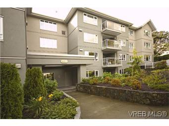 Main Photo: 107 951 Topaz Avenue in VICTORIA: Vi Hillside Residential for sale (Victoria)  : MLS® # 269998