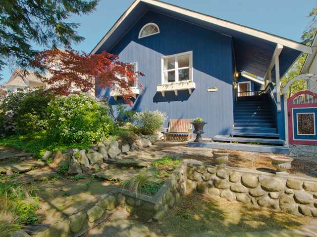 Main Photo: 880 E 12TH Street in North Vancouver: Boulevard House for sale : MLS®# V1006088