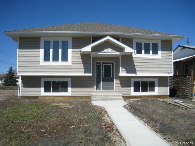 Main Photo: 4 Kerr Avenue in DAUPHIN: Manitoba Other Residential for sale : MLS® # 1402826