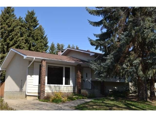 Main Photo: 14 Beacon Crescent in : St. Albert House for sale : MLS(r) # E3407854