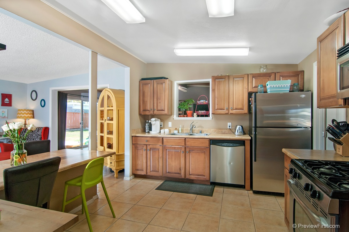 Photo 3: IMPERIAL BEACH House for sale : 4 bedrooms : 852 HICKORY COURT