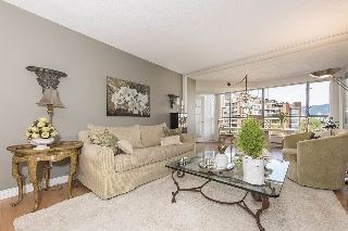 "Main Photo: 506 1490 PENNYFARTHING Drive in Vancouver: False Creek Condo for sale in ""Harbour Cove 3"" (Vancouver West)  : MLS®# R2059865"