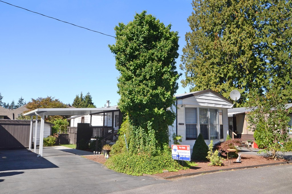 Main Photo: 21081 LOUGHEED Highway in Maple Ridge: East Central Manufactured Home for sale : MLS® # R2107933
