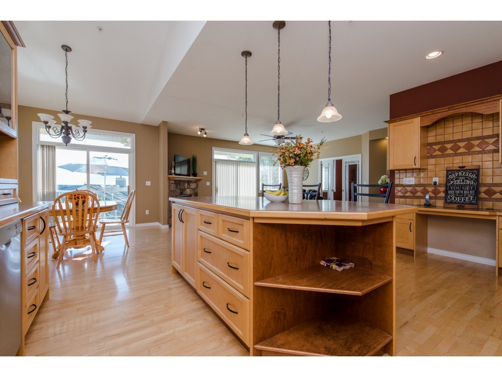 "Photo 7: 35784 REGAL Parkway in Abbotsford: Abbotsford East House for sale in ""REGAL PEAKS"" : MLS(r) # R2112545"