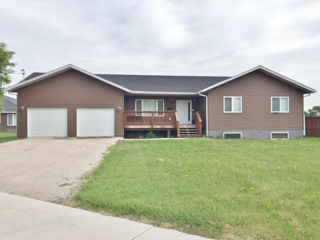 Main Photo: 304 RAILWAY Avenue in Dauphin: RM of Dauphin Residential for sale (R30 - Dauphin and Area)  : MLS® # 1705400