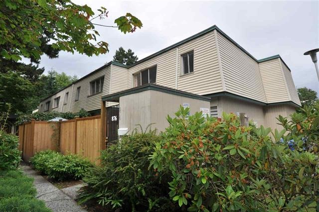 "Photo 2: 953 WESTVIEW Crescent in North Vancouver: Upper Lonsdale Townhouse for sale in ""CYPRESS GARDENS"" : MLS(r) # R2157466"