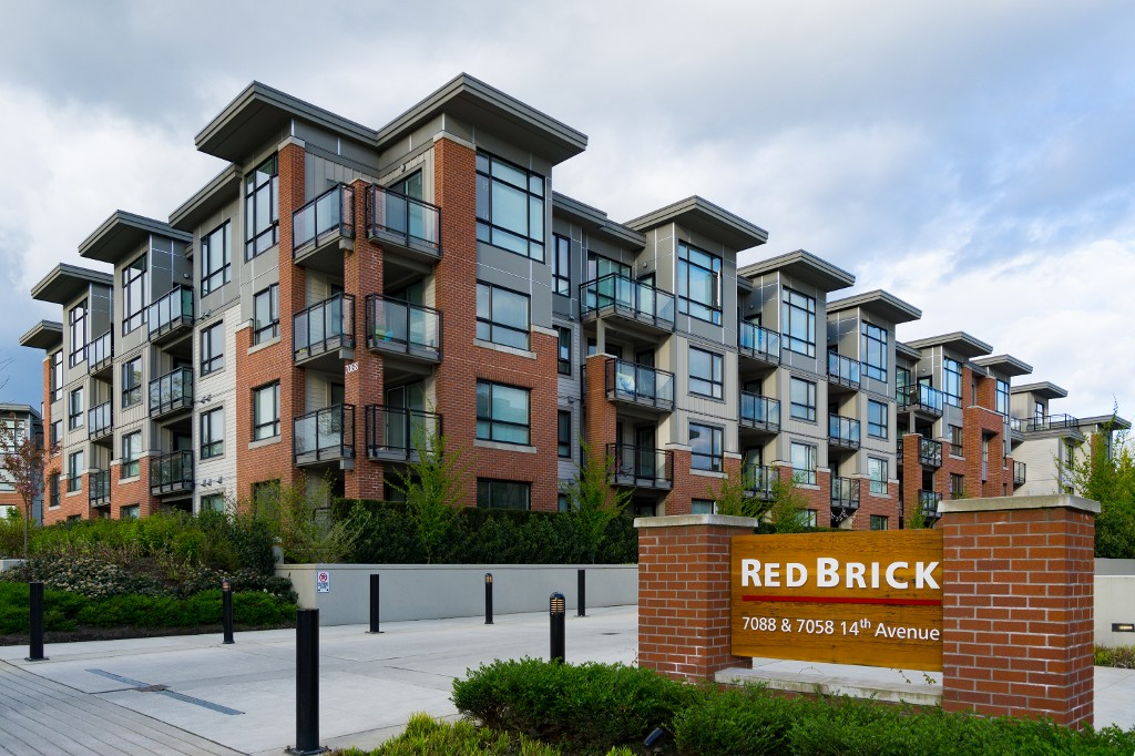"Main Photo: 131 7088 14TH Avenue in Burnaby: Edmonds BE Condo for sale in ""RED BRICK"" (Burnaby East)  : MLS® # R2161573"