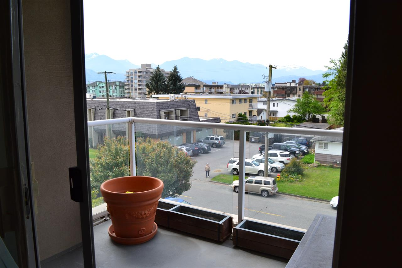 "Photo 12: 303 45745 PRINCESS Avenue in Chilliwack: Chilliwack W Young-Well Condo for sale in ""Princess Towers"" : MLS® # R2163712"