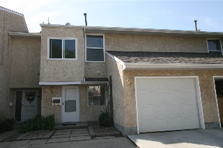 Main Photo: 136 CALLINGWOOD Place in Edmonton: Zone 20 Townhouse for sale : MLS® # E4080444