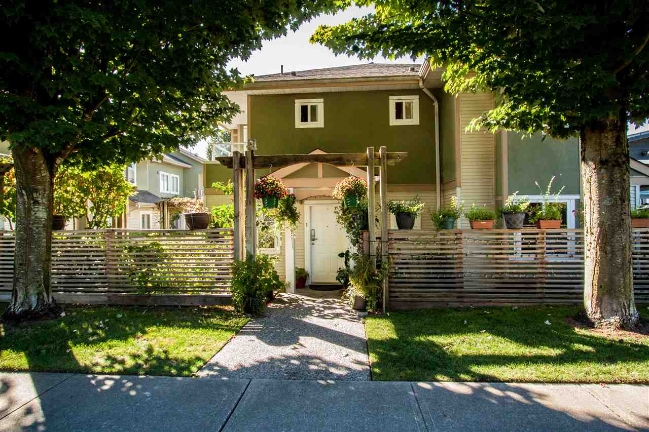 "Main Photo: 1 1233 W 16TH Street in North Vancouver: Norgate Townhouse for sale in ""ROSEDALE COURT"" : MLS® # R2204163"
