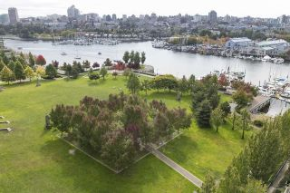 "Main Photo: 1107 638 BEACH Crescent in Vancouver: Yaletown Condo for sale in ""ICON ONE"" (Vancouver West)  : MLS® # R2213434"