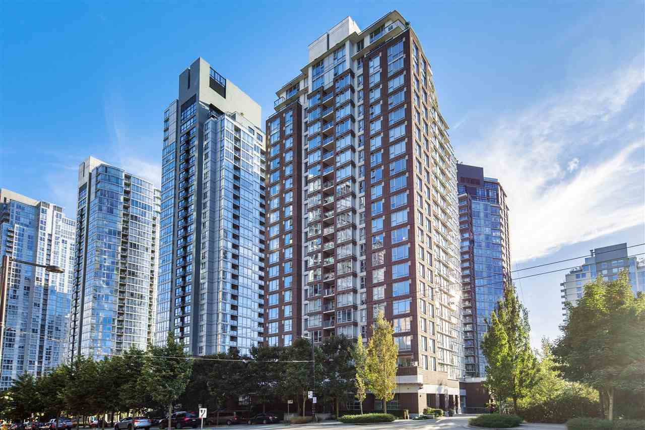 "Main Photo: 102 550 PACIFIC Street in Vancouver: Yaletown Condo for sale in ""AQUA AT THE PARK"" (Vancouver West)  : MLS® # R2221945"