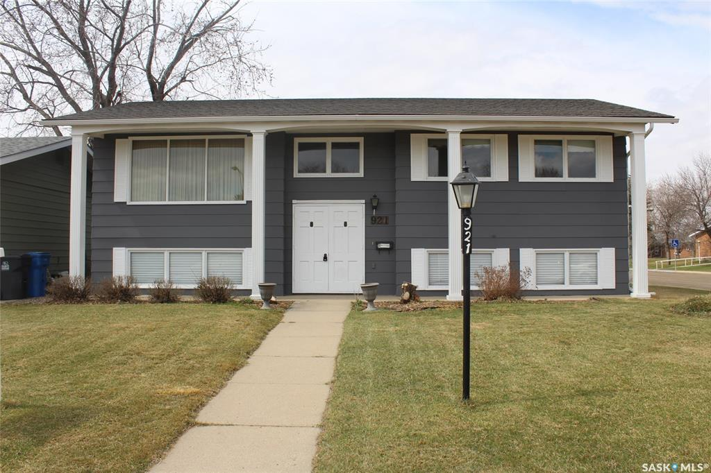 FEATURED LISTING: 921 Yardley Place Estevan