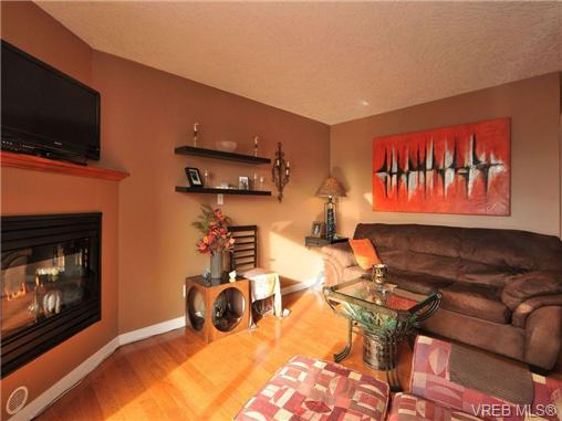 Main Photo: 405 832 Fisgard Street in VICTORIA: Vi Central Park Condo Apartment for sale (Victoria)  : MLS®# 345728