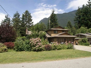 Main Photo: 65943 PARK Avenue in Hope: Hope Kawkawa Lake House for sale : MLS(r) # R2077504