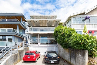 Main Photo: 15062 VICTORIA Avenue: White Rock House for sale (South Surrey White Rock)  : MLS(r) # R2102099