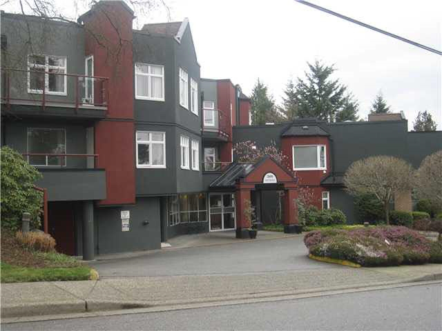 "Main Photo: 103 2800 CHESTERFIELD Avenue in North Vancouver: Upper Lonsdale Condo for sale in ""Somerset Green"" : MLS®# R2132855"