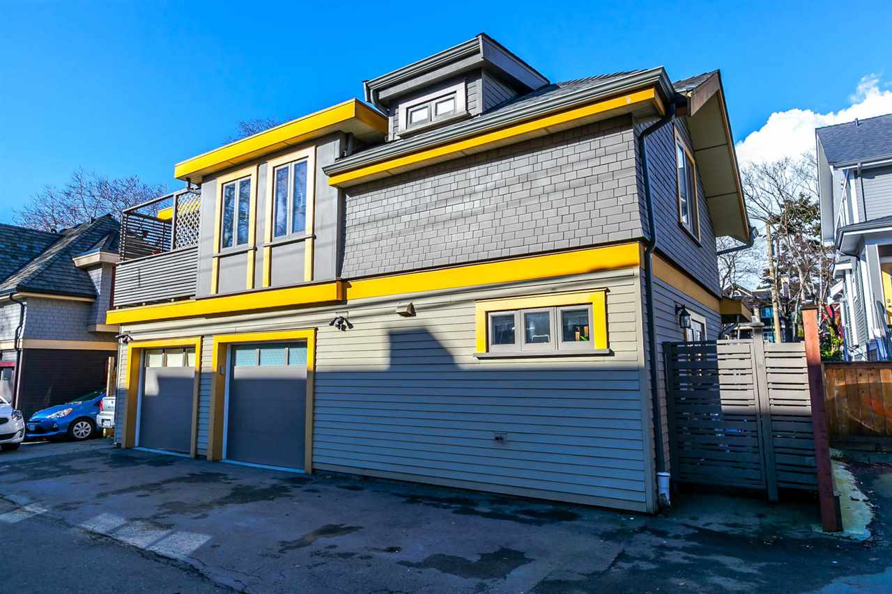 "Photo 3: 2480 W 8TH Avenue in Vancouver: Kitsilano Townhouse for sale in ""HERITAGE ON 8TH"" (Vancouver West)  : MLS® # R2142785"