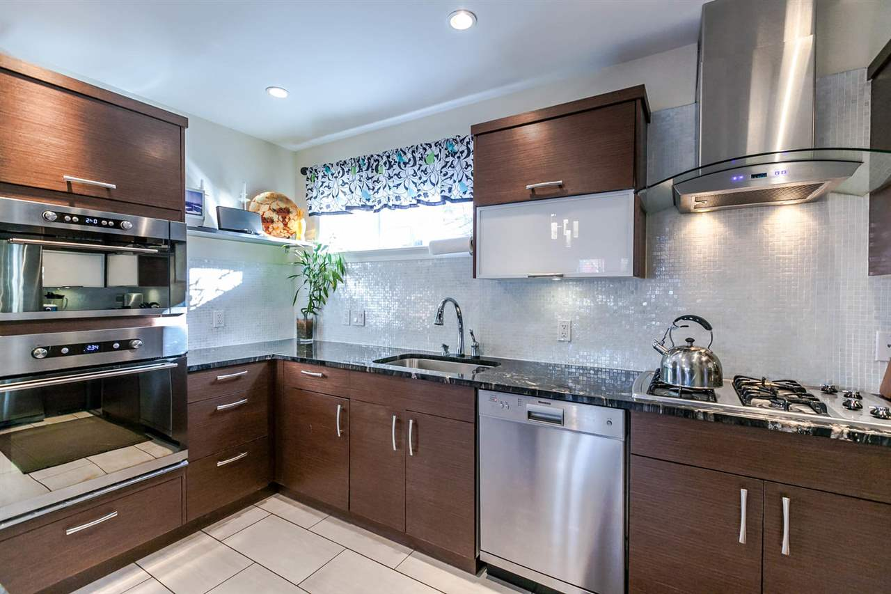 "Photo 5: 2480 W 8TH Avenue in Vancouver: Kitsilano Townhouse for sale in ""HERITAGE ON 8TH"" (Vancouver West)  : MLS® # R2142785"