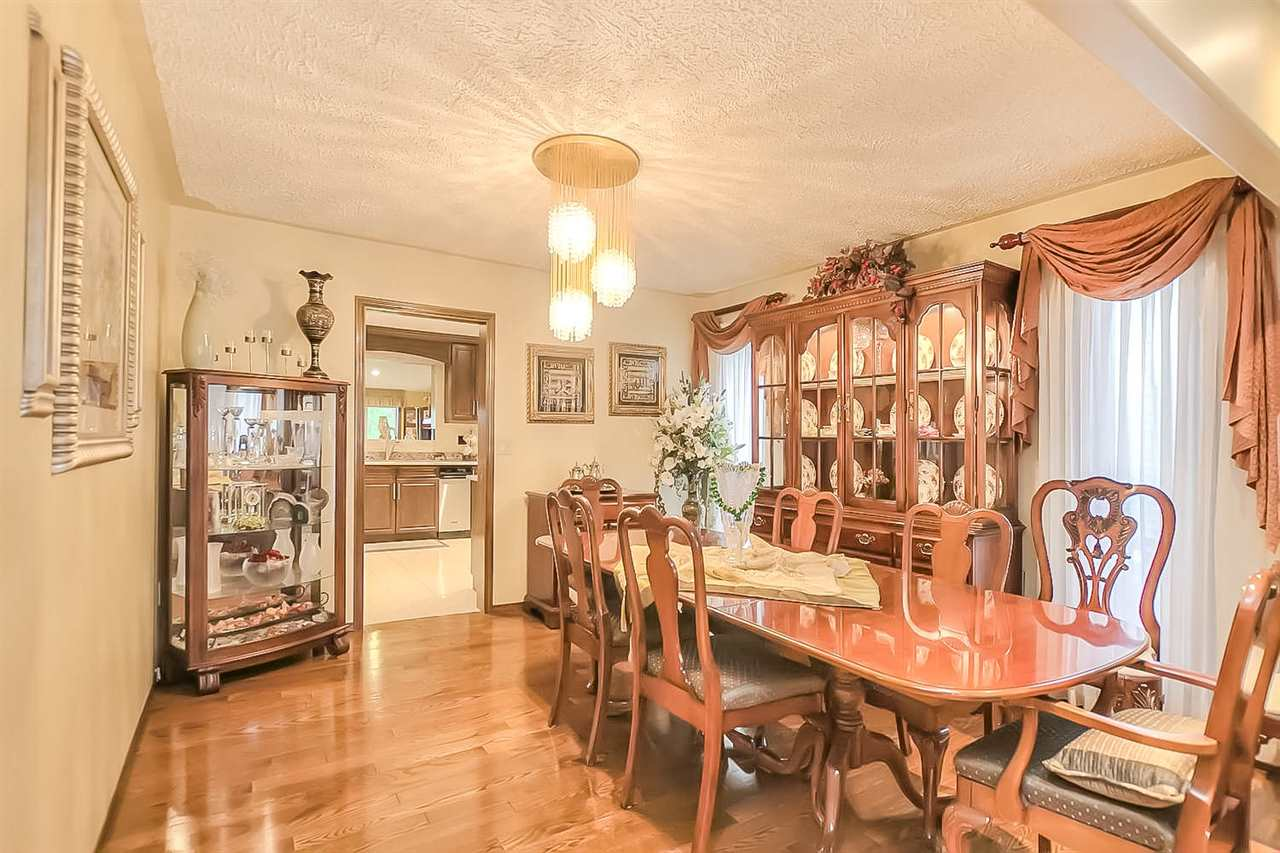 Photo 8: 132 CASTLE Keep in Edmonton: Zone 27 House for sale : MLS® # E4067043