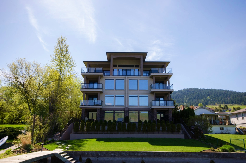 Photo 2: 202 7511 Brooks Lane in Vernon: Okanagan Landing House for sale (North Okanagan)  : MLS® # 10068611