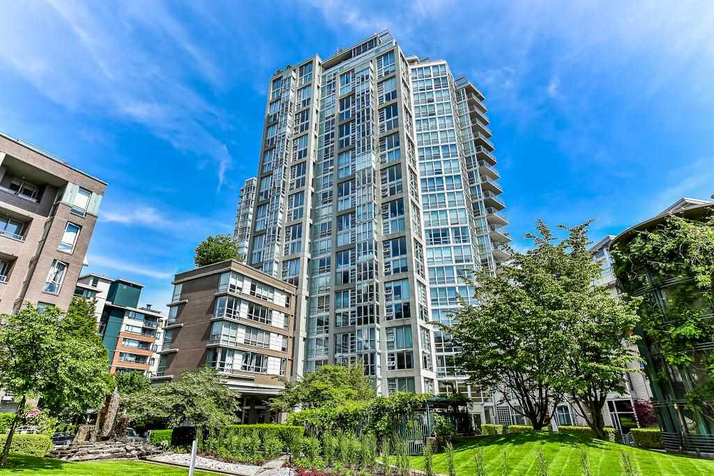 "Main Photo: 603 1228 MARINASIDE Crescent in Vancouver: Yaletown Condo for sale in ""Crestmark II"" (Vancouver West)  : MLS(r) # R2175339"