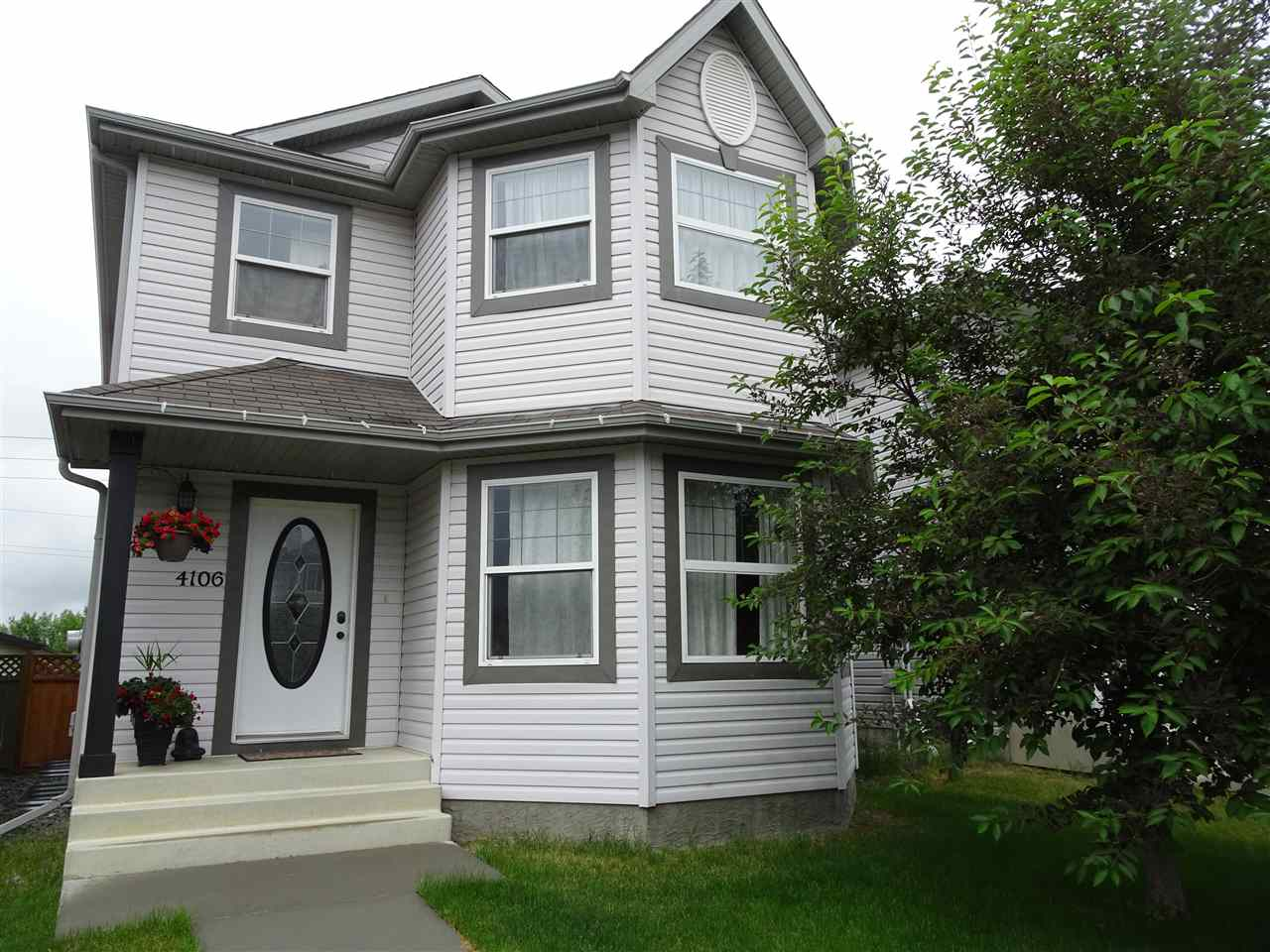 Main Photo: 4106 158 Avenue in Edmonton: Zone 03 House for sale : MLS(r) # E4069517