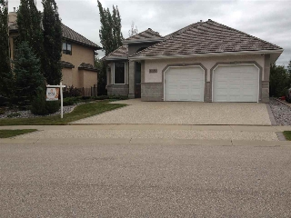 Main Photo: 1322 119B Street NW in Edmonton: Zone 16 House for sale : MLS(r) # E4074107