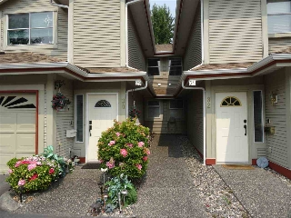 "Main Photo: 31 12071 232B Street in Maple Ridge: East Central Townhouse for sale in ""CREEKSIDE GLEN"" : MLS® # R2197833"