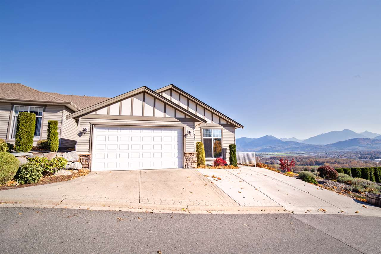 "Main Photo: 125 8590 SUNRISE Drive in Chilliwack: Chilliwack Mountain Townhouse for sale in ""MAPLE HILLS"" : MLS®# R2219906"
