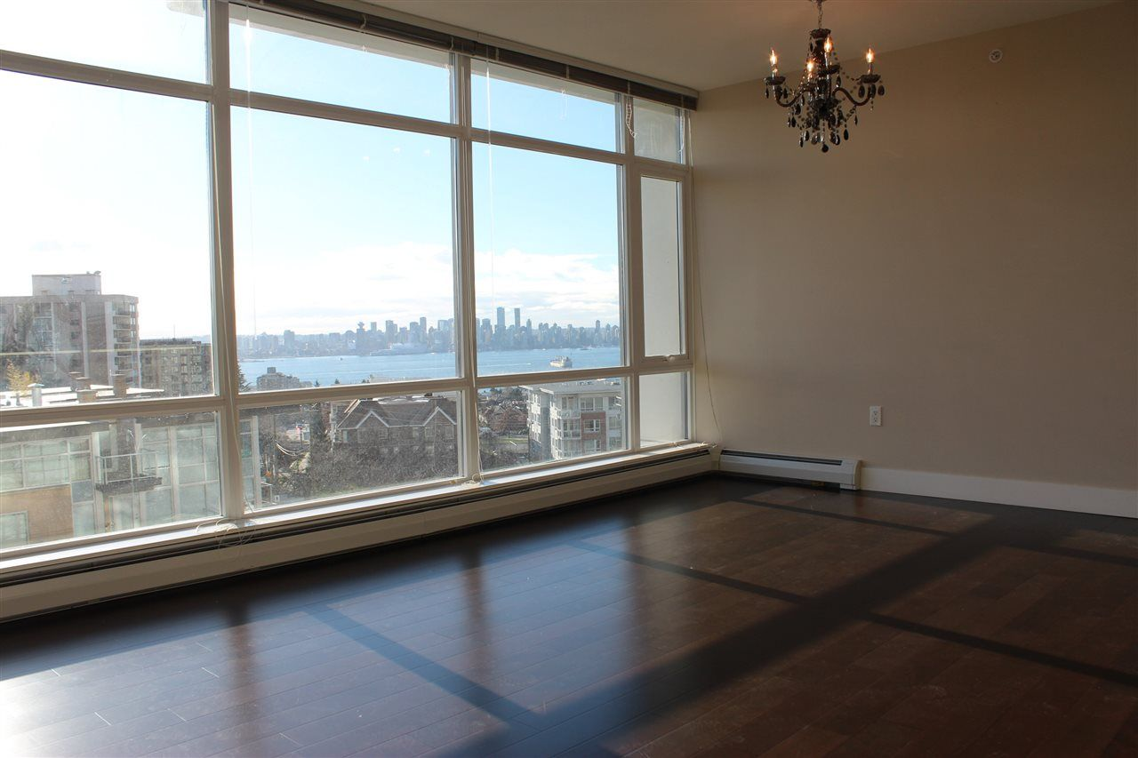 "Main Photo: 501 1320 CHESTERFIELD Avenue in North Vancouver: Central Lonsdale Condo for sale in ""VISTA PLACE"" : MLS® # R2229733"