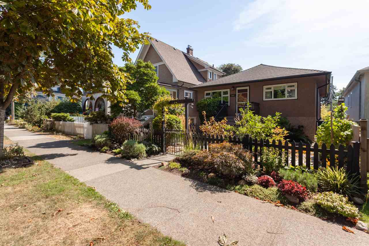 "Main Photo: 2062 KITCHENER Street in Vancouver: Grandview VE House for sale in ""COMMERCIAL DRIVE"" (Vancouver East)  : MLS®# R2301971"