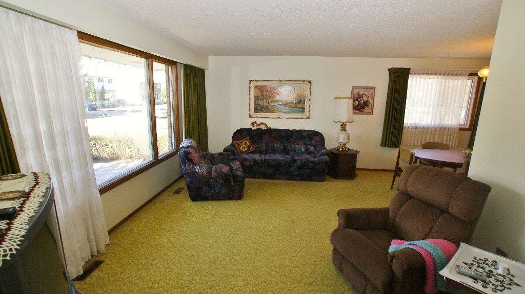 Photo 10: 417 Paufeld Drive in Winnipeg: North Kildonan Residential for sale (North East Winnipeg)  : MLS(r) # 1206567