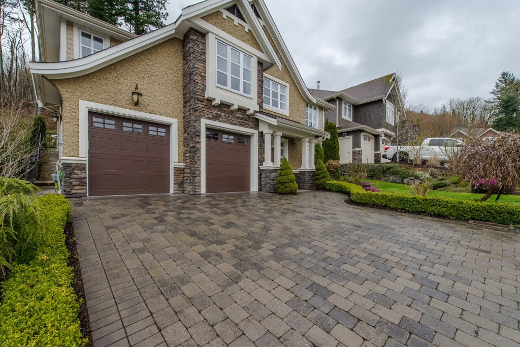 "Photo 3: 3282 BOXWOOD Court in Abbotsford: Abbotsford East House for sale in ""The Highlands"" : MLS® # R2049966"